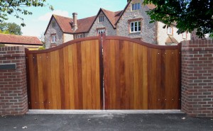 hardwood-balmoral-entrance-gate